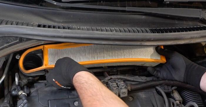 Slik skifte PEUGEOT 207 1.6 16V VTi 2010 Luftfilter – enkle instruksjoner på nettet som er lette å følge
