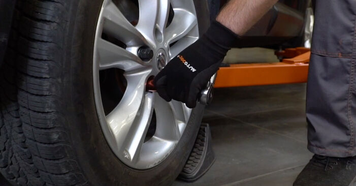 À quel point est-il difficile de le faire soi-même : télécharger le guide illustré pour le changement de Amortisseurs sur Nissan Qashqai J10 2.0 Allrad 2012