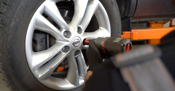 Nissan Qashqai J10 2.0 dCi Allrad 2008 Amortisseurs remplacement : manuels d'atelier gratuits