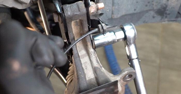 Trinn-for-trinn anbefalinger for hvordan du kan bytte Nissan Qashqai j10 2011 1.6 dCi Hjullager selv