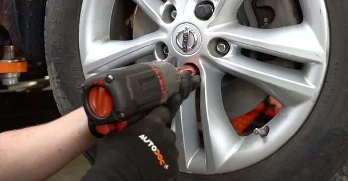Federn Nissan Qashqai j10 1.6 2008 wechseln: Kostenlose Reparaturhandbücher
