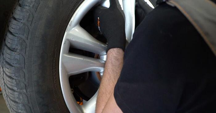 Wie schwer ist es, selbst zu reparieren: Bremsbeläge Nissan Qashqai j10 2.0 Allrad 2012 Tausch - Downloaden Sie sich illustrierte Anleitungen