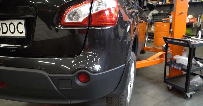 Bremsscheiben Nissan Qashqai j10 1.6 2008 wechseln: Kostenlose Reparaturhandbücher