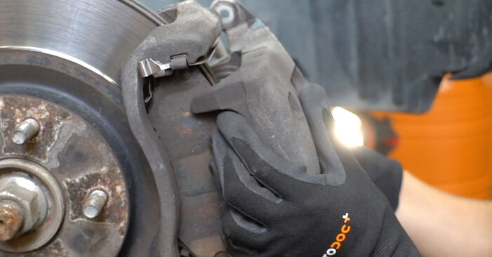 Changing of Brake Pads on Nissan Qashqai j10 2006 won't be an issue if you follow this illustrated step-by-step guide