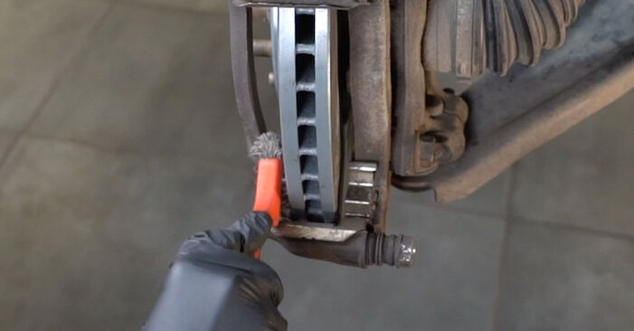 Replacing Brake Pads on Nissan Qashqai j10 2008 1.5 dCi by yourself
