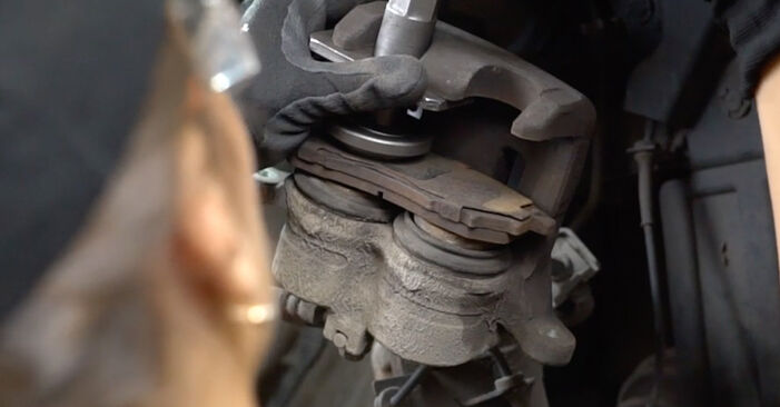 DIY replacement of Brake Pads on NISSAN Qashqai / Qashqai +2 I (J10, NJ10) 1.6 2012 is not an issue anymore with our step-by-step tutorial