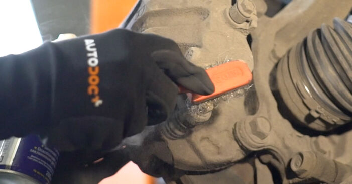 How hard is it to do yourself: Brake Pads replacement on Nissan Qashqai j10 2.0 Allrad 2012 - download illustrated guide