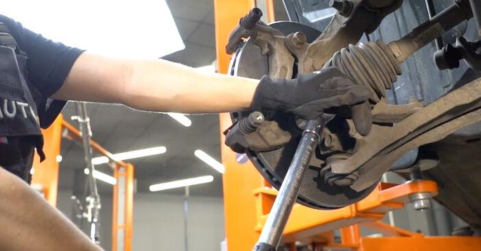 Changing Brake Discs on NISSAN Qashqai / Qashqai +2 I (J10, NJ10) 2.0 dCi 2009 by yourself