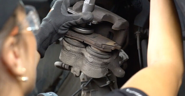 How hard is it to do yourself: Brake Discs replacement on Nissan Qashqai j10 2.0 Allrad 2012 - download illustrated guide