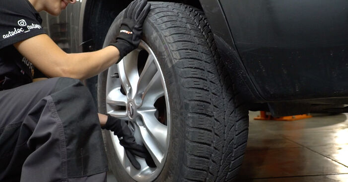 Replacing Brake Discs on Nissan Qashqai j10 2008 1.5 dCi by yourself