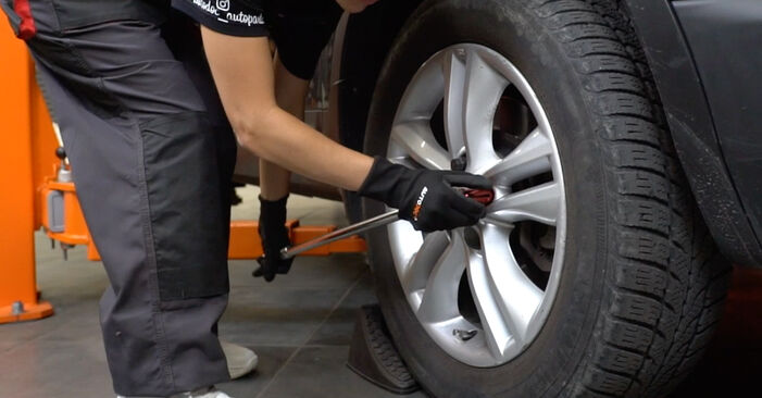 How to replace NISSAN Qashqai / Qashqai +2 I (J10, NJ10) 1.5 dCi 2007 Brake Discs - step-by-step manuals and video guides