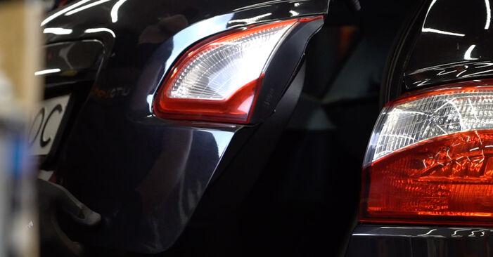 Hogyan Nissan Qashqai j10 2006 Hátsólámpa cseréje - ingyenes PDF és videó-útmutatók