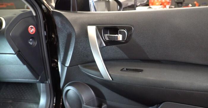Wymiana Lusterko zewnętrzne Nissan Qashqai j10 2006 - darmowe instrukcje PDF i wideo
