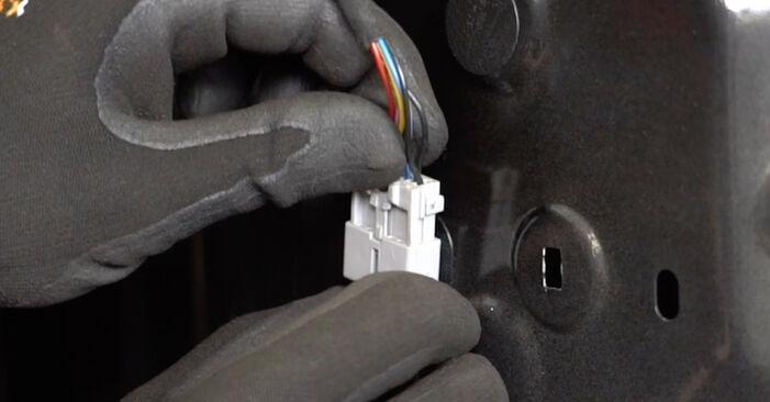 Zalecenia krok po kroku dotyczące samodzielnej wymiany Nissan Qashqai j10 2011 1.6 dCi Lusterko zewnętrzne