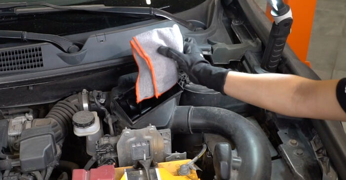 Need to know how to renew Air Filter on NISSAN QASHQAI ? This free workshop manual will help you to do it yourself
