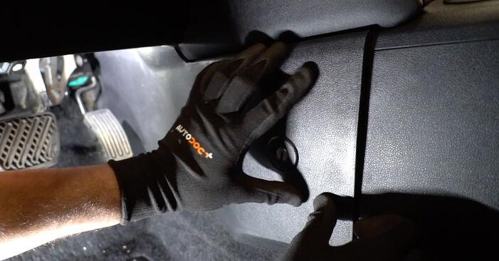 Kuinka vaihtaa NISSAN Qashqai / Qashqai +2 I (J10, NJ10) 1.5 dCi 2007 -auton Raitisilmasuodatin – vaiheittaiset ohjekirjat ja video-oppaat