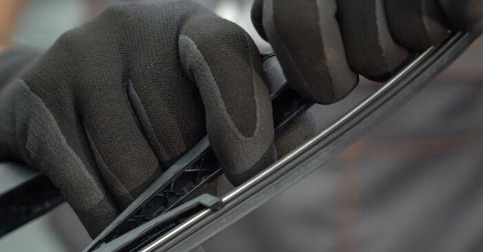 Nissan Qashqai j10 2.0 dCi Allrad 2008 Törlőlapát cseréje: ingyenes szervizelési útmutatók