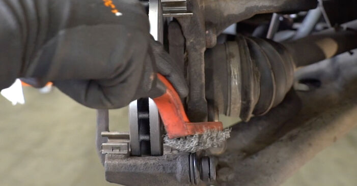Austauschen Anleitung Bremsbeläge am Peugeot 207 WA 2006 1.4 HDi selbst