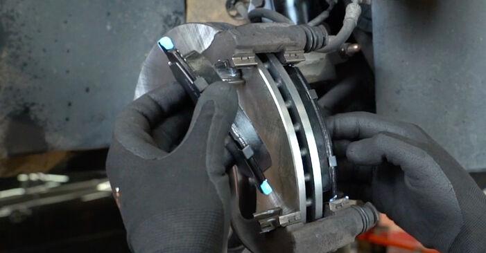 Tausch Tutorial Bremsbeläge am PEUGEOT 207 (WA_, WC_) 2008 wechselt - Tipps und Tricks