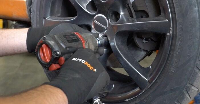 Wie PEUGEOT 207 1.6 16V VTi 2010 Bremsbeläge ausbauen - Einfach zu verstehende Anleitungen online