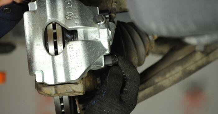 Hoe lang duurt het wisselen van Remklauw VW Multivan T5 2011 – informatieve pdf-gebruiksaanwijzing