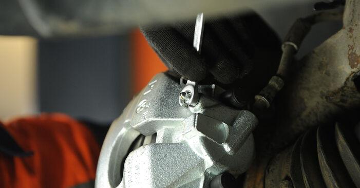 Stap voor stap tips om VW Multivan T5 2003 2.0 BiTDI Remklauw zelf te wisselen