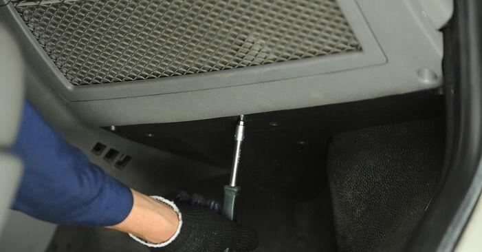 Hoe VW Multivan T5 2003 Interieurfilter vervangen – kosteloze pdf-handleidingen en tutorials