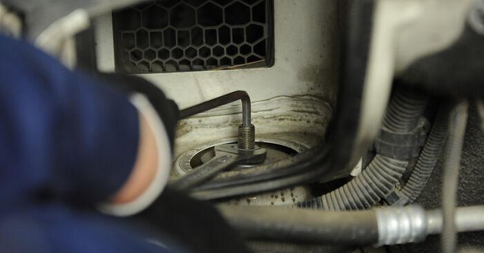 VW Multivan T5 2.0 TDI 2005 Schokbrekers remplaceren: kosteloze garagehandleidingen