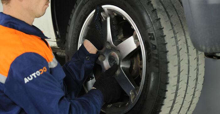 Hoe VW MULTIVAN 2.0 BiTDI 2007 Schokbrekers wisselen - online eenvoudige handleiding