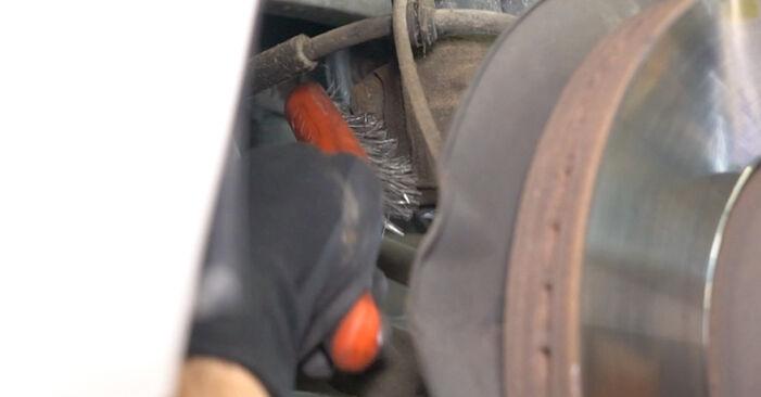 Hoe Veerpootlager VW Multivan V (7HM, 7HN, 7HF, 7EF, 7EM, 7EN) 2.5 TDI 2004 vervangen – stap voor stap leidraden en video-tutorials