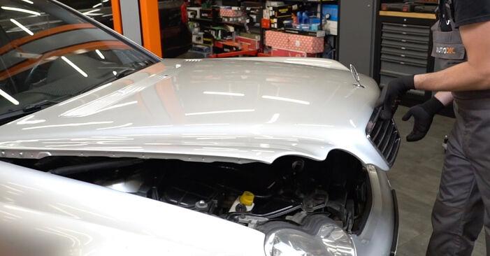 Wie Luftmassenmesser Mercedes W203 C 220 CDI 2.2 (203.006) 2000 tauschen - Kostenlose PDF- und Videoanleitungen