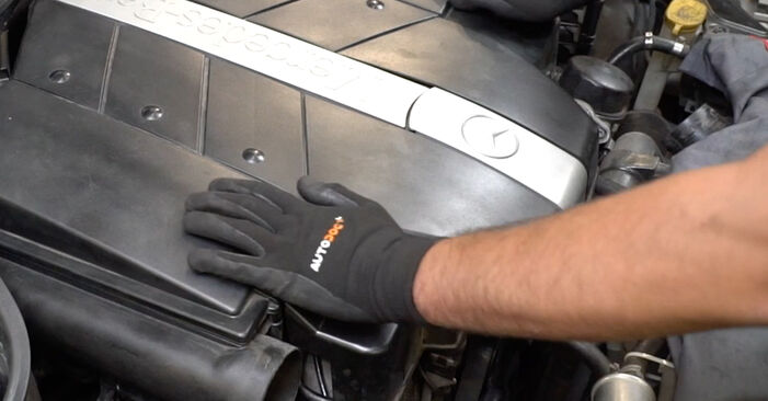 Wechseln Luftmassenmesser am MERCEDES-BENZ C-Klasse Limousine (W203) C 200 CDI 2.2 (203.004) 2003 selber