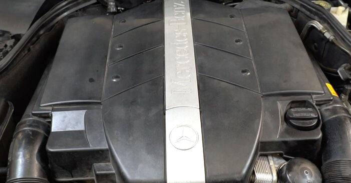 Luftmassenmesser am MERCEDES-BENZ C-Klasse Limousine (W203) C 270 CDI 2.7 (203.016) 2005 wechseln – Laden Sie sich PDF-Handbücher und Videoanleitungen herunter