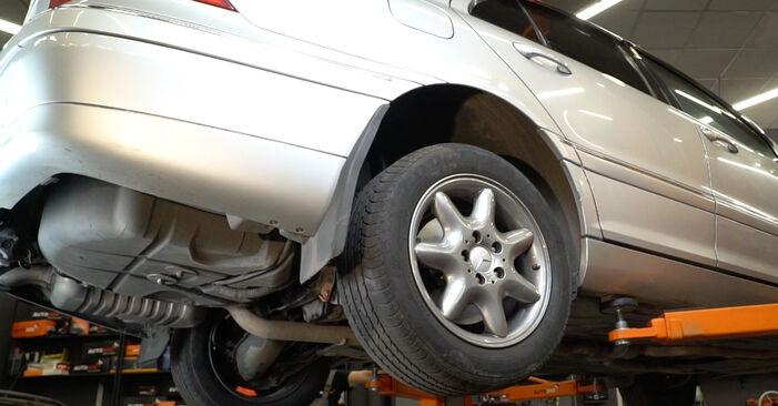 Austauschen Anleitung Federn am Mercedes W203 2002 C 220 CDI 2.2 (203.006) selbst
