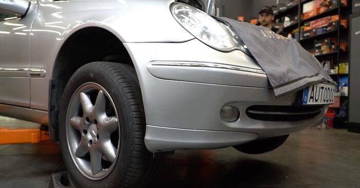 Wie schwer ist es, selbst zu reparieren: Domlager Mercedes W203 C 200 2.0 Kompressor (203.045) 2006 Tausch - Downloaden Sie sich illustrierte Anleitungen