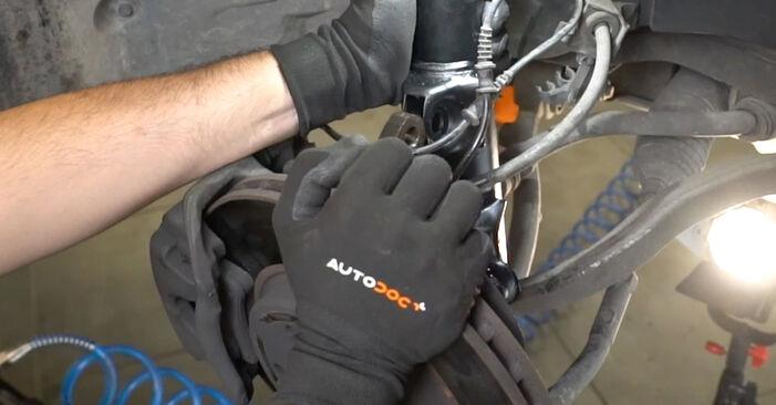 Mercedes W203 C 180 1.8 Kompressor (203.046) 2002 Ressort d'Amortisseur remplacement : manuels d'atelier gratuits