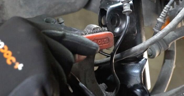 Mercedes W203 C 180 1.8 Kompressor (203.046) 2002 Amortizatorius keitimas: nemokamos remonto instrukcijos