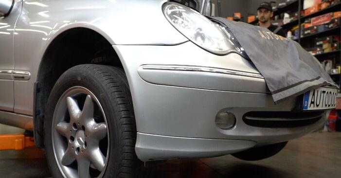 Ar sudėtinga pasidaryti pačiam: Mercedes W203 C 200 2.0 Kompressor (203.045) 2006 Amortizatorius keitimas - atsisiųskite iliustruotą instrukciją