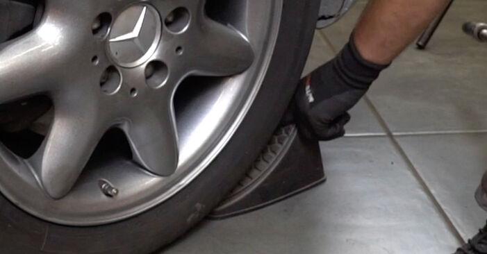 Kiek užtrunka keitimas: Mercedes W203 2000 Amortizatorius - informatyvi PDF instrukcija