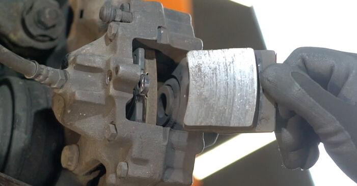 MERCEDES-BENZ C-CLASS C 220 CDI 2.2 (203.006) Bremsbeläge ausbauen: Anweisungen und Video-Tutorials online