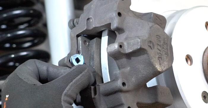Bremsscheiben Ihres Mercedes W203 C 200 1.8 Kompressor (203.042) 2000 selbst Wechsel - Gratis Tutorial