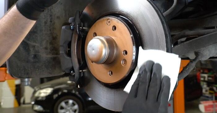 Bremsbeläge beim MERCEDES-BENZ C-CLASS C 180 2.0 (203.035) 2007 selber erneuern - DIY-Manual