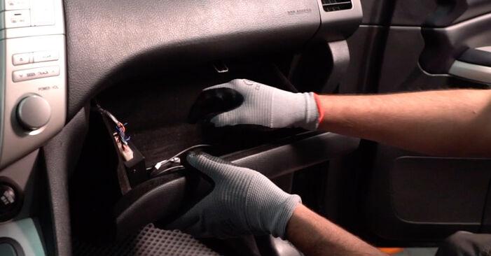 Wie Innenraumfilter Lexus RX XU30 3.3 400h AWD 2003 tauschen - Kostenlose PDF- und Videoanleitungen