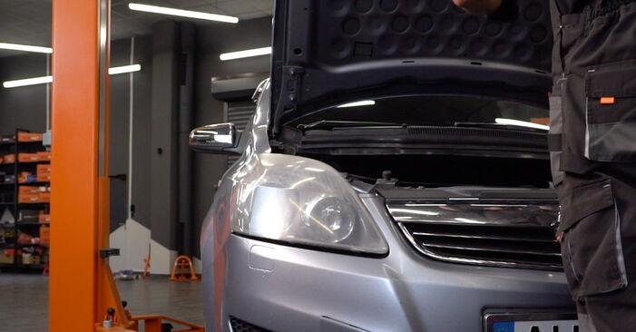 Wie man Luftfilter am Opel Zafira B 2005 ersetzt - Kostenfreie PDF- und Videotipps