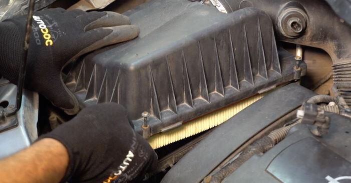 Wie man OPEL ZAFIRA 1.6 CNG (M75) 2009 Luftfilter wechselt – Leicht verständliche Wegleitungen online