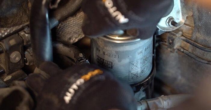 Bytte AUDI A6 2.4 Drivstoffilter: Veiledninger og videoer på nettet