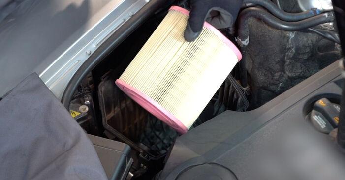 Wie man AUDI A6 2.0 TFSI 2008 Luftfilter austauscht - Eingängige Anweisungen online