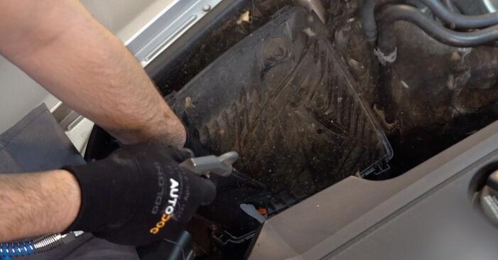 Wie problematisch ist es, selber zu reparieren: Luftfilter beim Audi A6 C6 3.0 TDI quattro 2010 auswechseln – Downloaden Sie sich bebilderte Tutorials
