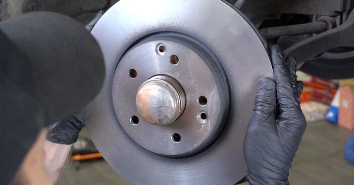 Wie MERCEDES-BENZ C-CLASS C 200 CDI 2.2 (203.007) 2004 Bremsscheiben ausbauen - Einfach zu verstehende Anleitungen online