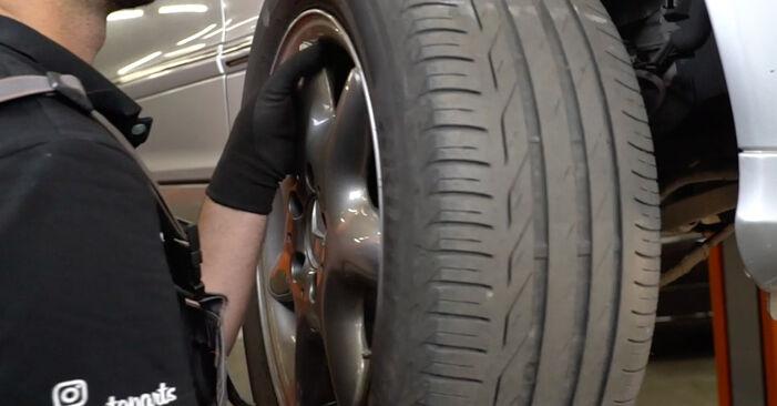 Bremsscheiben am MERCEDES-BENZ C-Klasse Limousine (W203) C 270 CDI 2.7 (203.016) 2005 wechseln – Laden Sie sich PDF-Handbücher und Videoanleitungen herunter